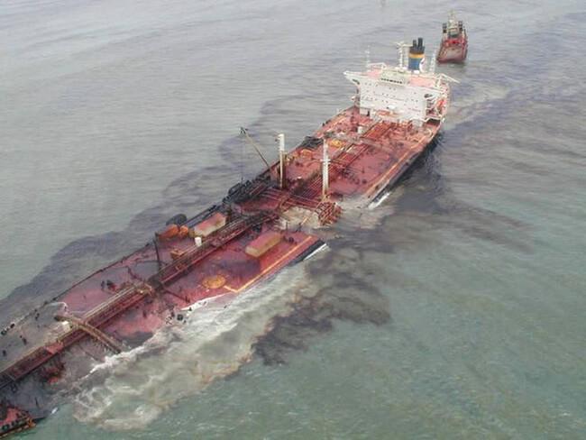 tràn dầu trên mặt biển