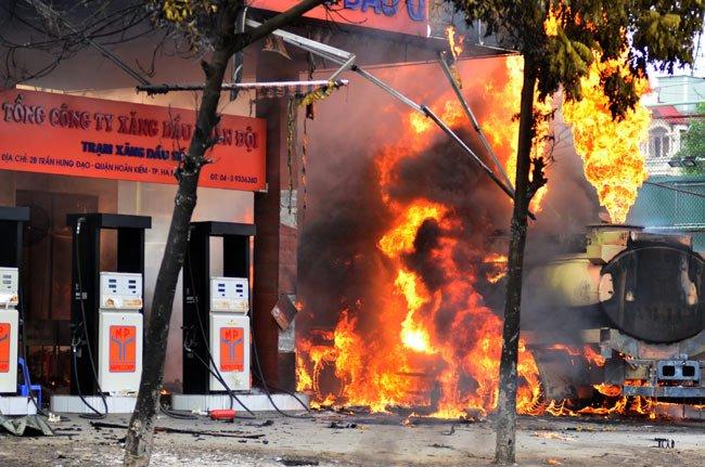 cháy nổ khi không báo cáo sự cố tràn dầu