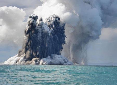 núi lửa phun trào gây trên biển