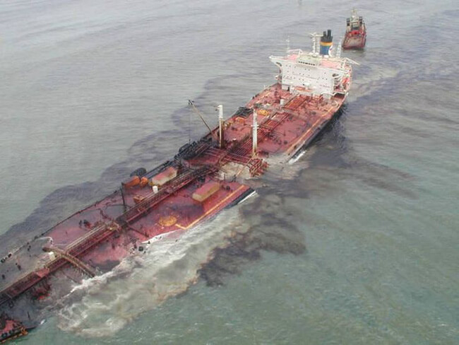 ô nhiễm nước biển do dầu tràn