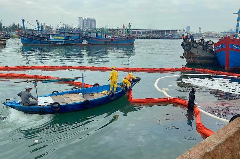 tràn dầu ở Đà Nẵng Việt Nam